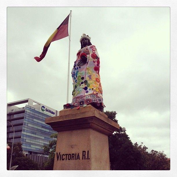 queen-victoria-yarnbomb